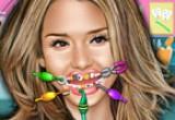 لعبة جيسيكا ألبا عند طبيب الأسنان